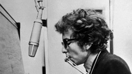 bob-dylan-at-piano