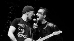 u2-one-love-in-concert