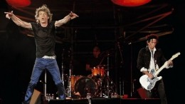 mick-jagger-rolling-stones-stage